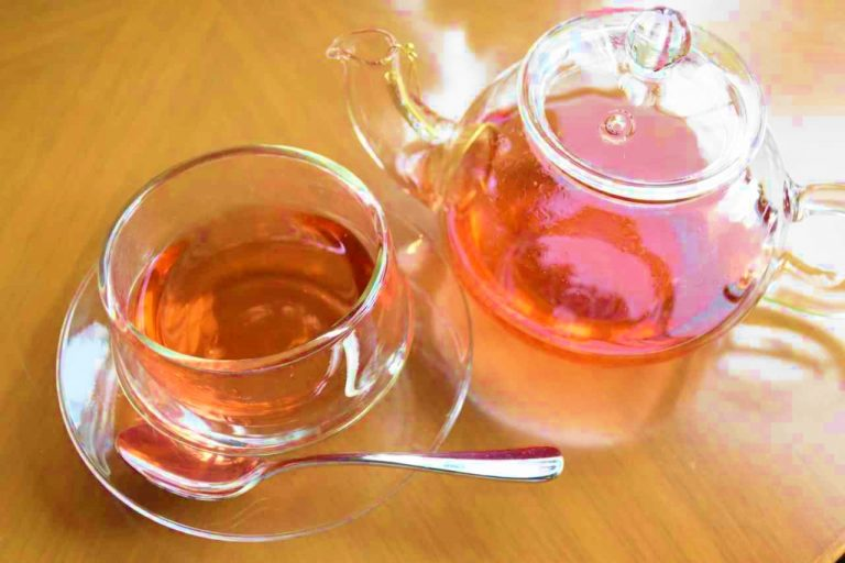 赤い色がキレイな紅茶「ストロベリー&オレンジティー」。