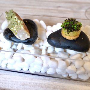 「目一鯛 蕎麦」(左)と「白海老」(右)。