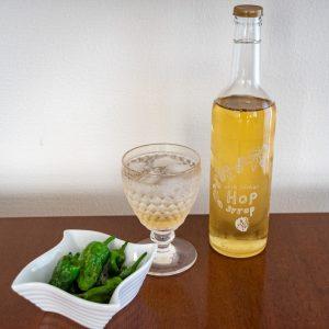 ビールが苦手でも楽しめる、ホップの加工食品「Herb Cordial HOP Syrup」は、炭酸水で割るのがおすすめ。