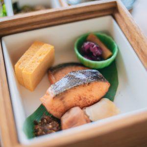 王道のご飯のお供が勢揃い。焼き魚は日替わり。