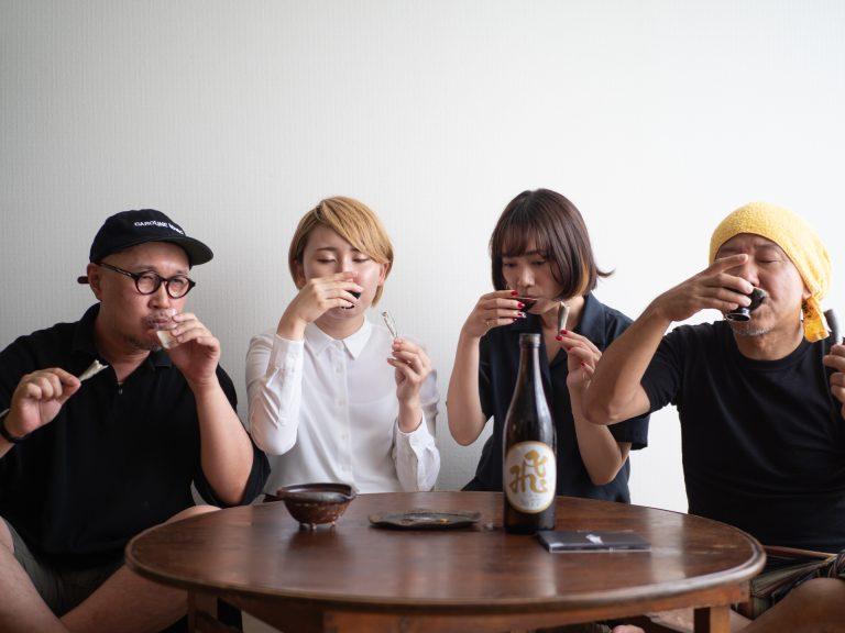 鮎を食べた後は、すかさず日本酒をグビり。