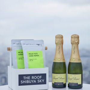 シャンパンセット(写真は2人分)には、おつまみのセイボリーペカンナッツ付き。7種のドリンクから組み合わせられるチアーズセットや単品も。