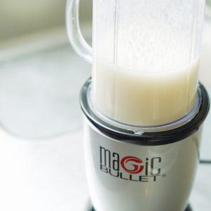 2…ミキサーに1と冷やした甘酒を入れ撹拌したら完成。