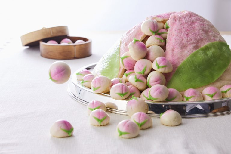 開業40周年記念「大桃饅頭」 2万9,000円(40人分)。10月31日までの期間限定。1週間前までの予約が必要。