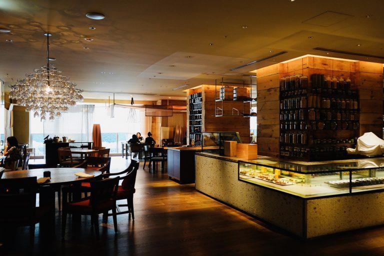 ロビーフロア・2Fにある「カフェ」。