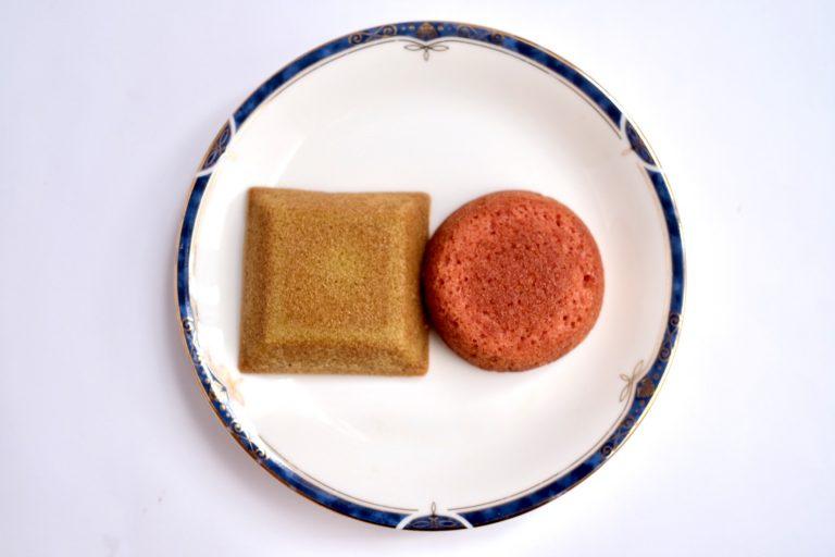 「フィナンシェ・ピスタチオ」(左)と「いちごケーキ」(右)。