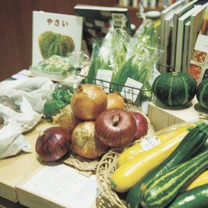 京都を中心に約250軒の取引農家から届く野菜類。