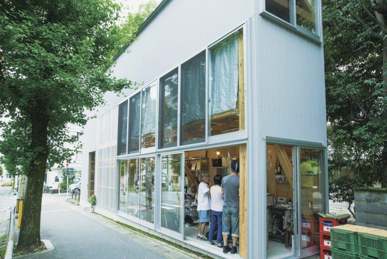 京都を拠点に活躍する木村松本建築設計事務所が手掛けた住居兼店舗。建築好きが見学に訪れることもあるそう。