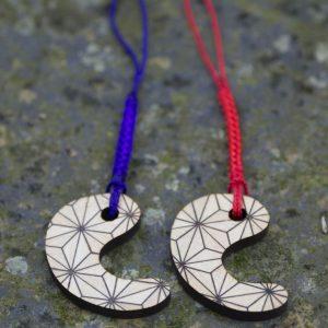 箱根名物である寄木細工のお守り「和合御守」1,500円。互い違いにはまるため、夫婦 やカップルで持つと吉とされる。