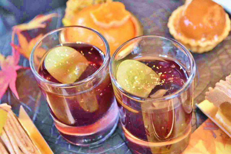 秋が旬の葡萄が入った「白葡萄と赤葡萄のジュレ」。