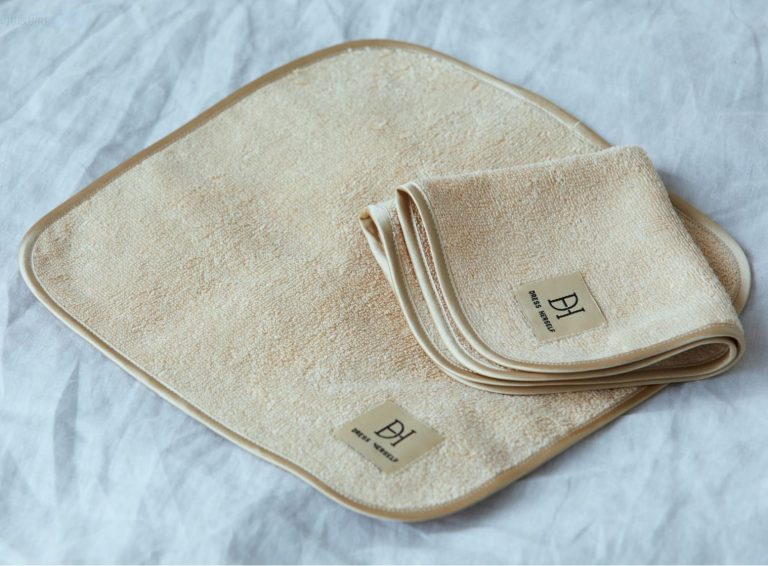 「ハンドタオル/シルク」1,500円(税込)。