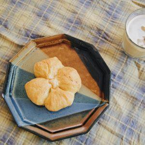 「クローバーの塩バターパン」。