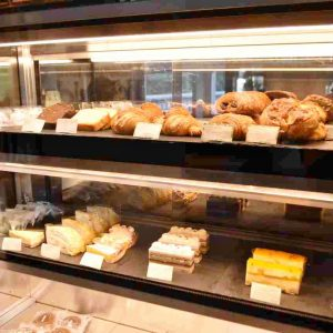 コーヒーに合うケーキや和菓子もあって嬉しい。