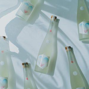 村上さんの誕生日でもある「104」の数字をハート型に見立てたデザインは、水色とピンクの柔らかいパッケージ。