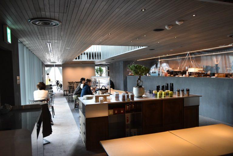 カフェスペースだけの規模では同店が最大級。店舗面積約277平方メートルの店内には、約140席(コロナウイルス の関係で座席数を減らしており、現状は110席を設置)していてとても広々。
