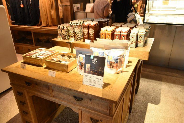 同店では、「Cup of Excellence」に入賞したコーヒーやゲイシャ品種の希少なコーヒーや最高品質なものを提供。ギフト用のコーヒーセットも購入可。