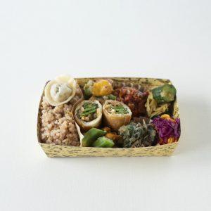 〈喫茶ホーボー堂〉の玄米と季節野菜の弁当
