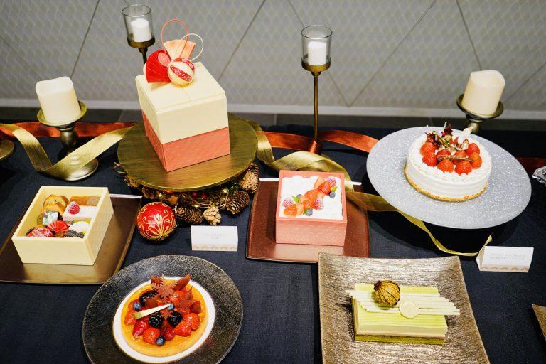 2020年のクリスマスケーキがズラリ。今年のテーマは「HEARTWARMING MOMENTS 〜心温まる瞬間〜」。<予約期間> 2020年10月1日(木)〜12月13日(日)、<ケーキ引き渡し期間> 2020年 12月19日(土) 〜 12月25日(金)。