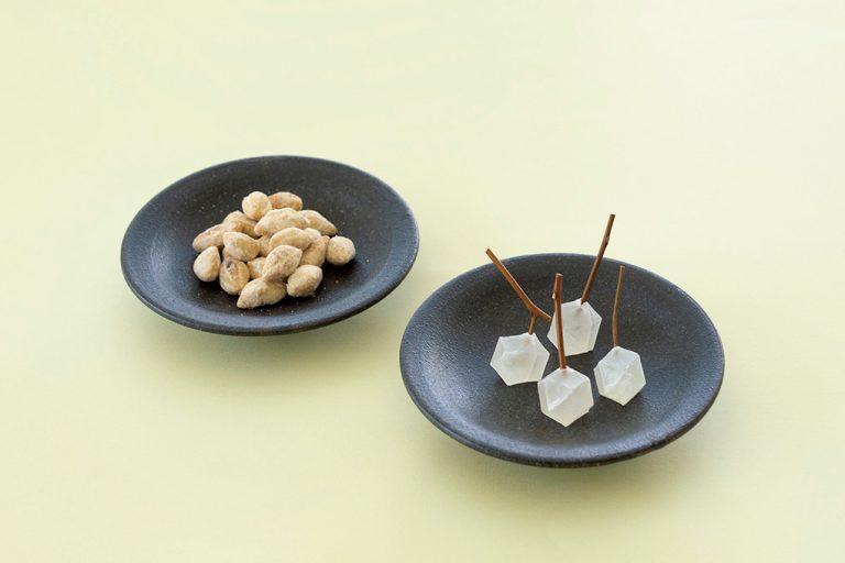 〈御菓子丸〉の鉱物の実とほころびの二段重
