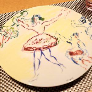 お皿も一枚一枚異なるシャガールのものを使用。