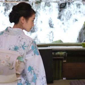 【京都】〈貴船神社〉を参拝した後は、夏の風物詩・流しそうめんをいただきましょう。