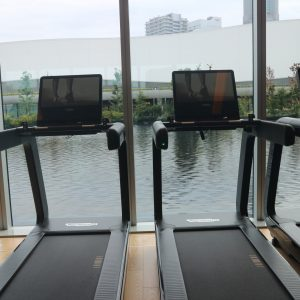 最新のトレーニングマシンを採用した「トレーニングジム」。