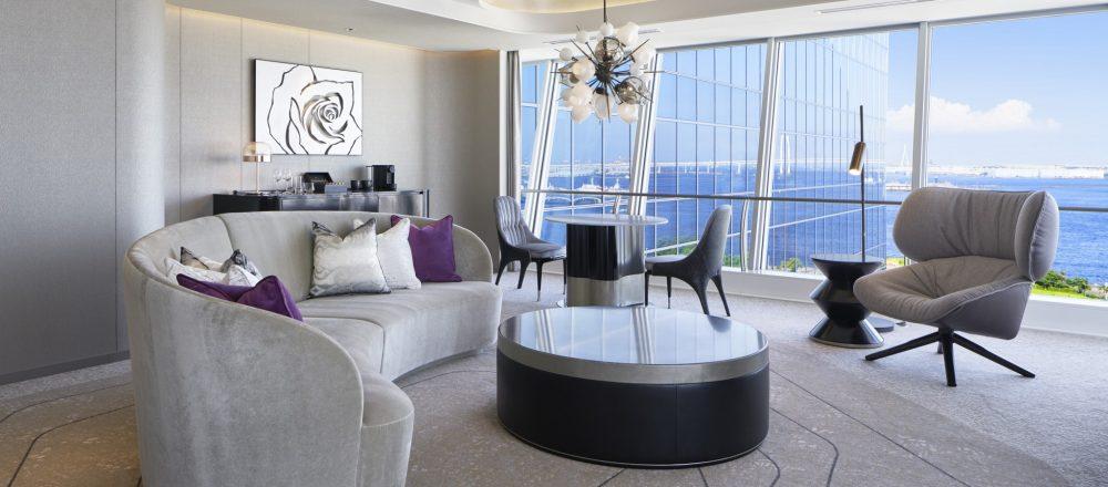 横浜・みなとみらいの絶景を一望する〈ザ・カハラ・ホテル&リゾート 横浜〉でハワイに思いを馳せて。