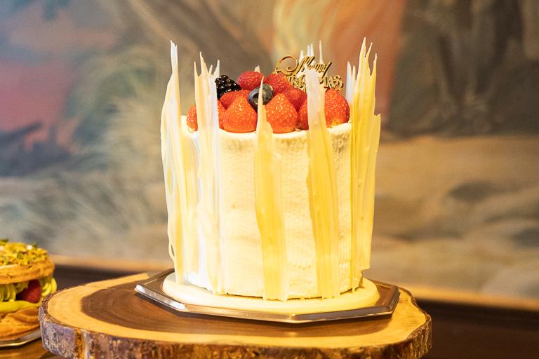 「ベリーショートケーキ」直径12cm x 高さ12 cm 13,000円 限定10台。
