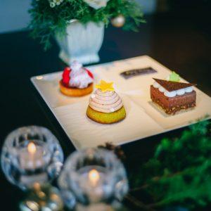 左上から「いちごとジンジャークッキーのクリスマスタルトレット」、「モンブランツリー」、「Noele ショコラアマンド」。