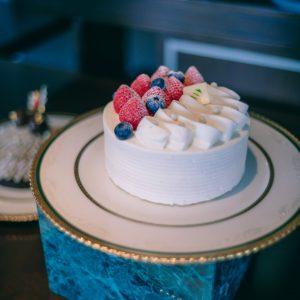 毎年の一番人気「極 ガトー・オー・フレーズ」8,000円。牛乳と卵の素材の味わいがしっかりと伝わるケーキに、一口食べて驚きました・・・!