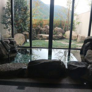貸切風呂「岩の湯」。