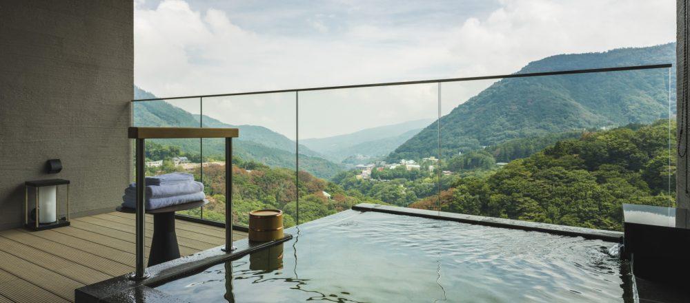 箱根の山海を望む温泉旅館〈箱根・強羅 佳ら久〉で贅沢ステイ。