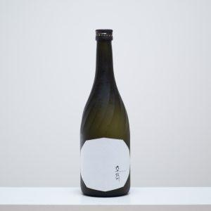 長崎県東彼杵郡波佐見町にある今里酒造の代表銘柄「六十餘洲」の〈住吉酒販〉限定商品は、大吟醸を贅沢にも3年熟成。ボックス、ボトル、ラベルの秀逸なデザインでギフトにもぴったり。