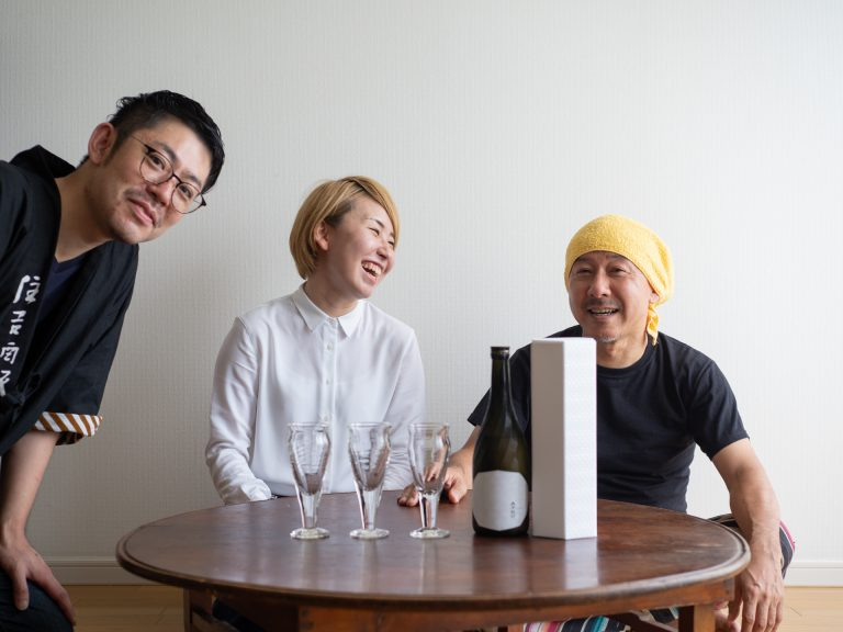 『伊藤家の晩酌』~第十七夜1本目/美しいデザインのボトルに目が奪われる「六十餘洲 雫搾り 純米大吟醸 氷温熟成酒」~