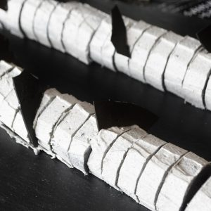 「コウモリの翼 黒ゴマロールケーキ」。