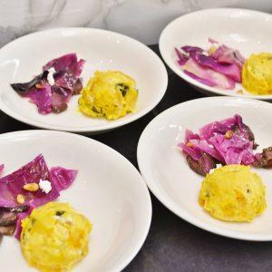 「紫キャベツと柴漬けのマリネ」と「カッテージチーズとパンプキンのサラダ」。
