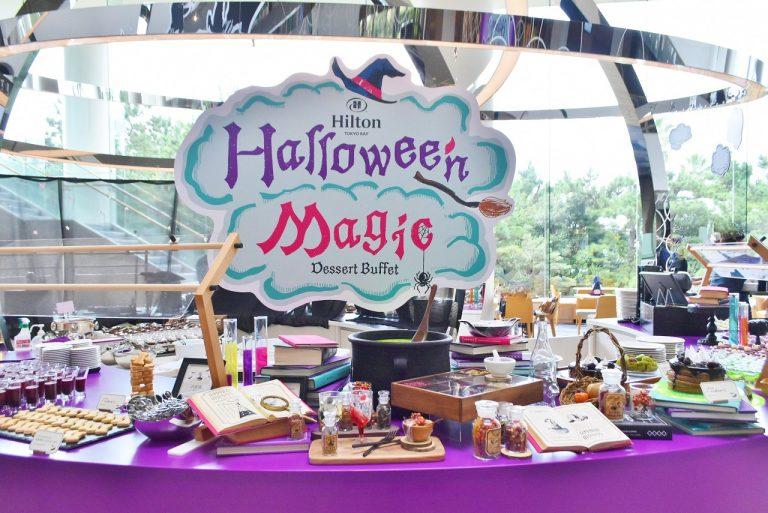 鮮やかな紫で怪しさを演出!実験台のような装飾のビュッフェ台。