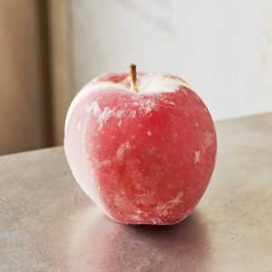 青森の特定農家から仕入れるりんごをまるごと使った「ポンム」。