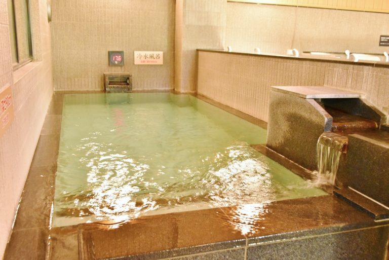 サウナの後に欠かせない「水風呂」。