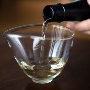 琥珀色した美しい液色が熟成酒の証!