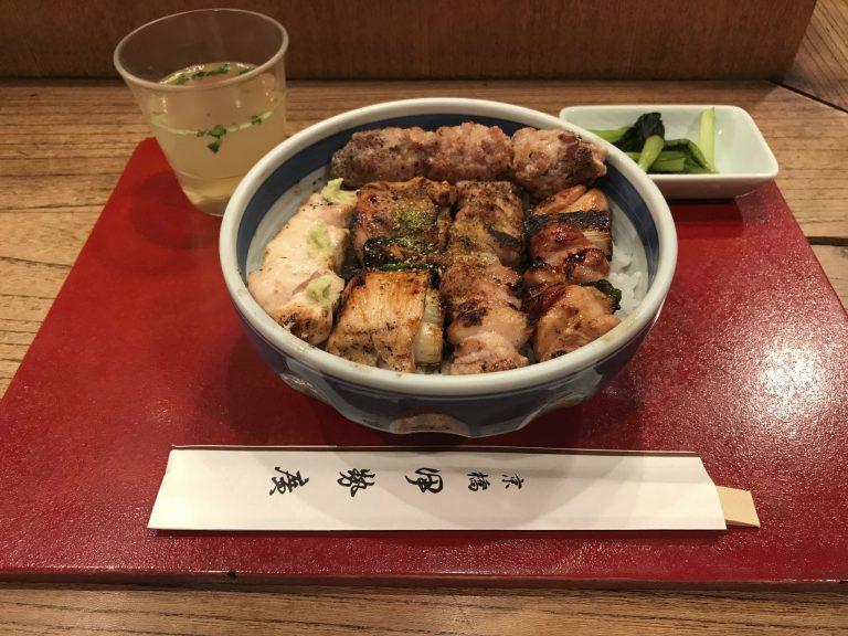 1軒目〈伊勢廣(いせひろ)京橋本店〉/焼き鳥5本丼!それが僕の定番