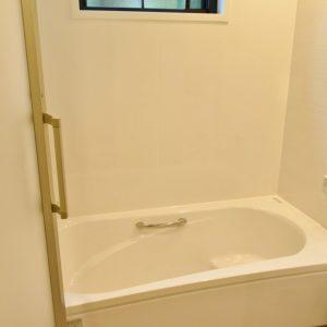 広々したバスルーム。