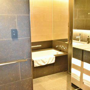 バスルームも広々。