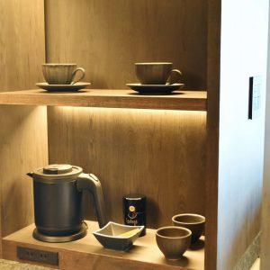 お茶やコーヒーも自由に飲める。
