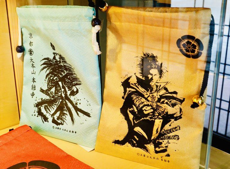 「オリジナルの御朱印帳袋」各2,000円。