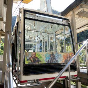 ケーブルカーはガラス張りなので、周囲の緑や岐阜市街が見渡せます。