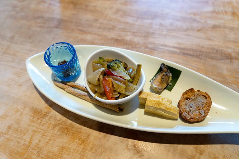 「鮎らーめん御膳」は前菜とデザートもついて2,310円(税込)。