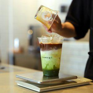 JR京都駅からすぐ!出張や旅行の一休みに訪れたい、グラデーションが美しいラテやケーキが楽しめる〈紡 cafe〉~カフェノハナシ in KYOTO〜