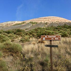 """""""巨大なクレーター""""の意を持つ活火山「Gran Cratere」。"""