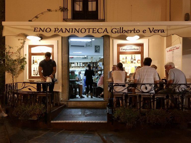 後で知ったことですが…リーパリ島にある85のレストランの中でも、このフレンドリーなエノパニノテカはランキング1位を獲得するほどの人気店!